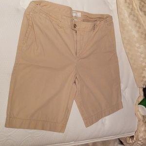 Gap khaki bermuda shorts size 16